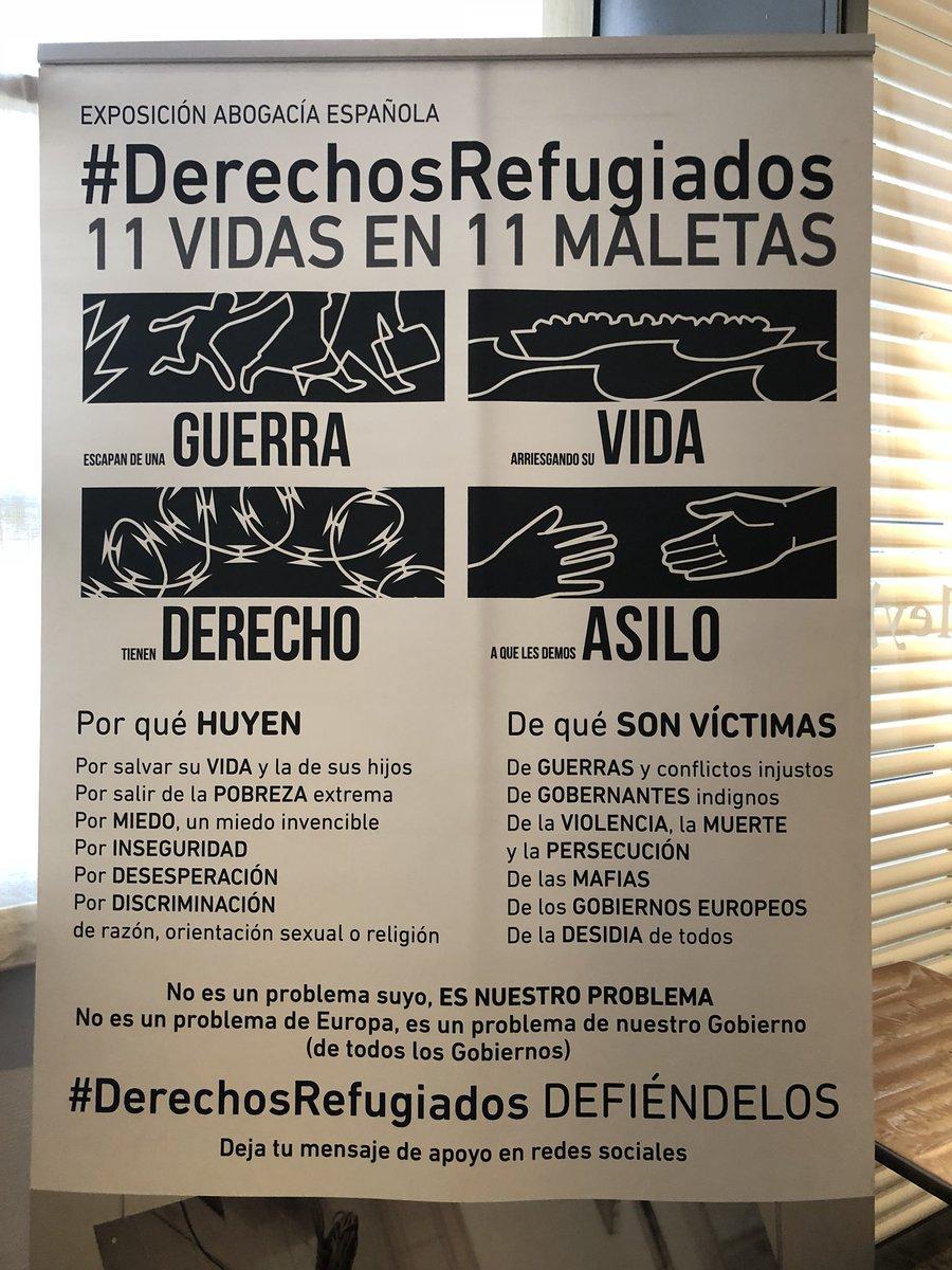 """test Twitter Media - Hoy nuestra exposición #DerechosRefugiados """"11 VIDAS EN 11 MALETAS"""" @Abogacia_es recibe la visita de los alumnos de Primero de ESO del colegio #MaristasSanJoséLeon  @abogadosCYL @santocildesleon @sierrapambley GRACIAS https://t.co/g0Wgw1SFCN"""