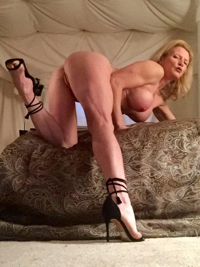 #MandyInTheMorning #Naked #Milf #Shoeporn Thank you to 😘 for my new shoes. Uzv3ceXzR4
