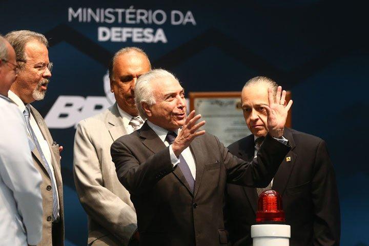 @BroadcastImagem: Temer, Pezão e ministros participam de cerimônia da Marinha no Rio. Fábio Motta/Estadão