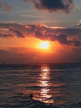 RT @ViajemosPorQRoo: #FelizMiércoles Hay atardeceres increíbles, y luego los de Isla Mujeres. #DeAquíSoy https://t.co/7Ox4k5u9gP