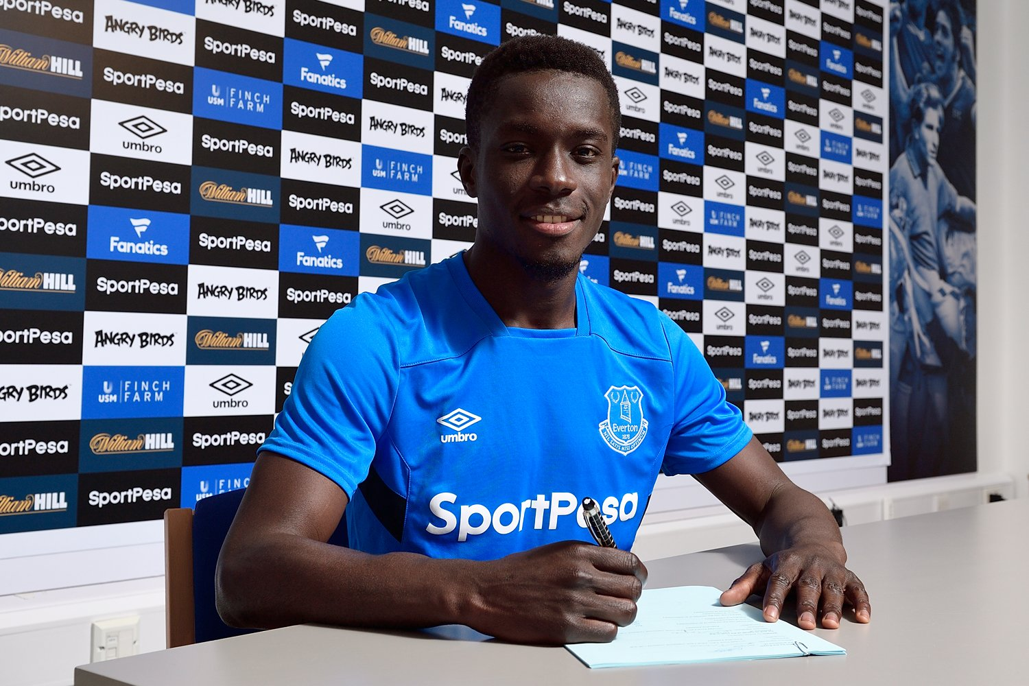 �� | We can confirm @IGanaGueye has signed a new contract to the end of June 2022. #EFC  ��https://t.co/Hy9uZHLA43 https://t.co/03zI89iUQa