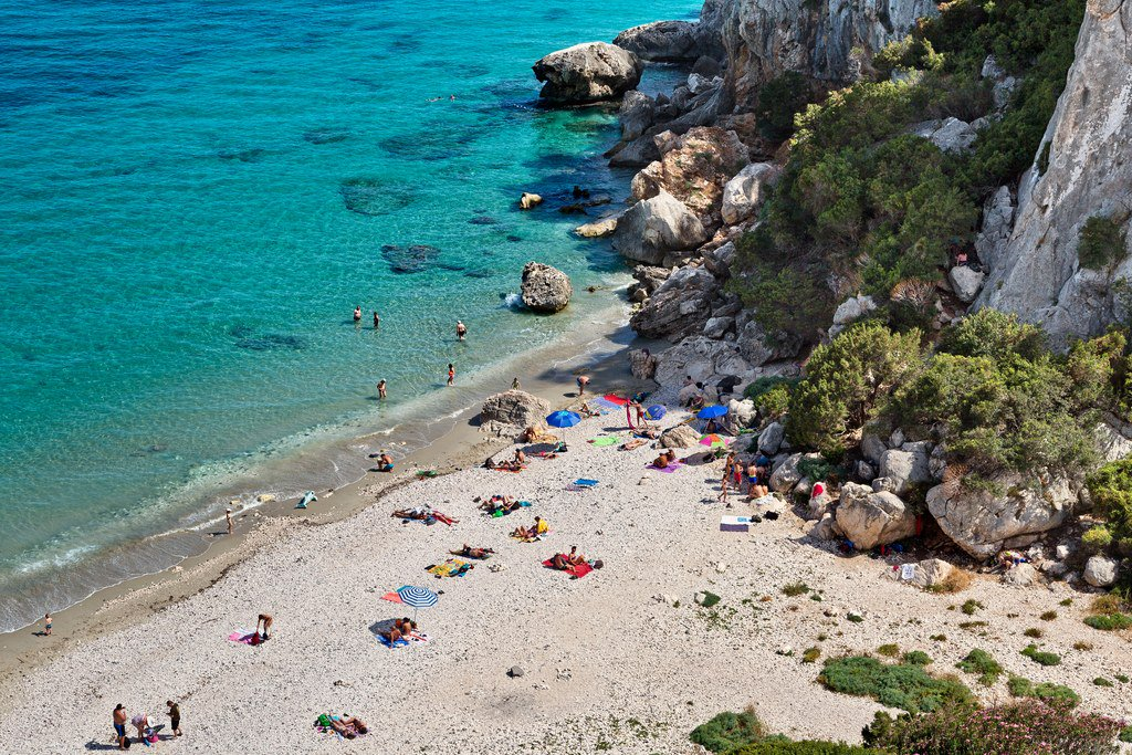 A Sardinian town may ban towels to save popular beach. https://t.co/a1JwE4Qkf4 https://t.co/8iFh5309Lq