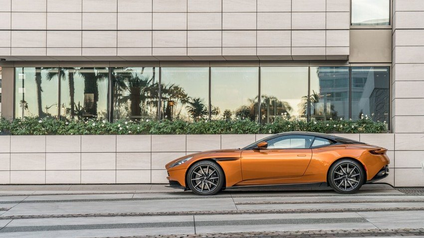 Want that #JamesBond feeling? The WaldorfAstoria will let you drive an Aston Martin around L.A. #yesplease https://t.co/wYcpXzx6Ve https://t.co/rn2fanJ1gJ