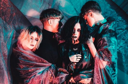 Pale Waves share debut EP ALL THE THINGS I NEVER SAID. https://t.co/OVzXRI9h4u https://t.co/foUtwH8FeB