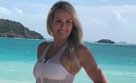 Bill Belichick's girlfriend Linda Holliday shows off her beach bod https://t.co/PLG7PHAWTm https://t.co/Dvhlbi8Gi0