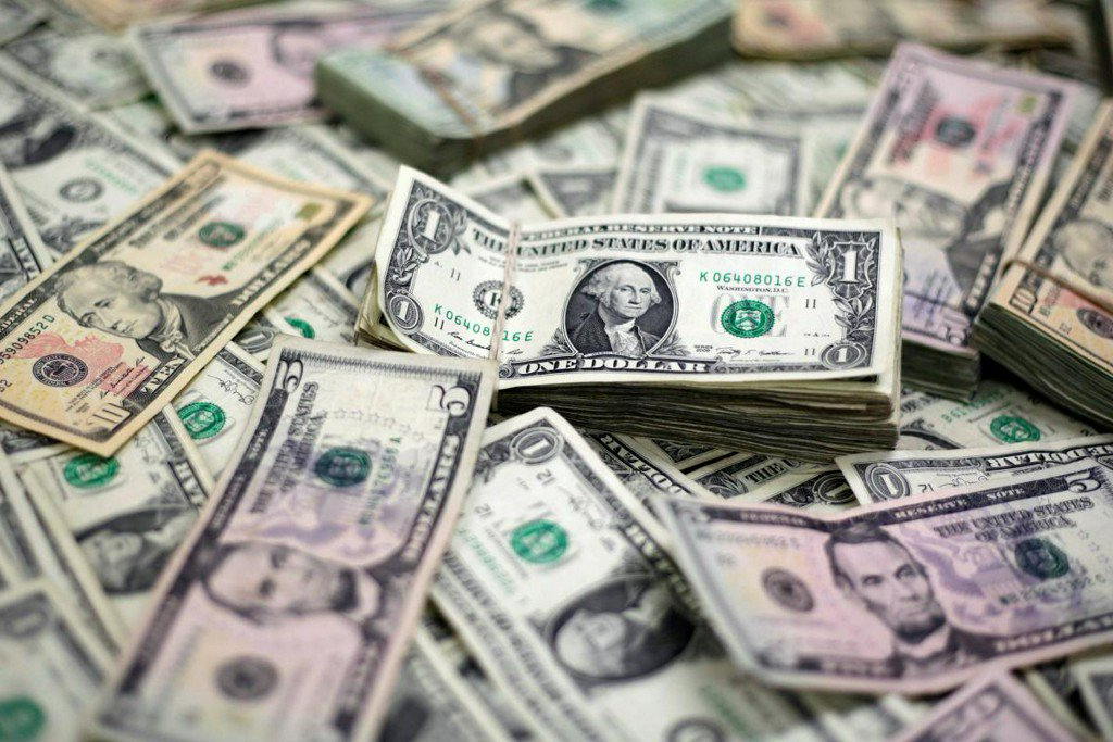 Dollar steadies after bounce, focus on Fed minutes