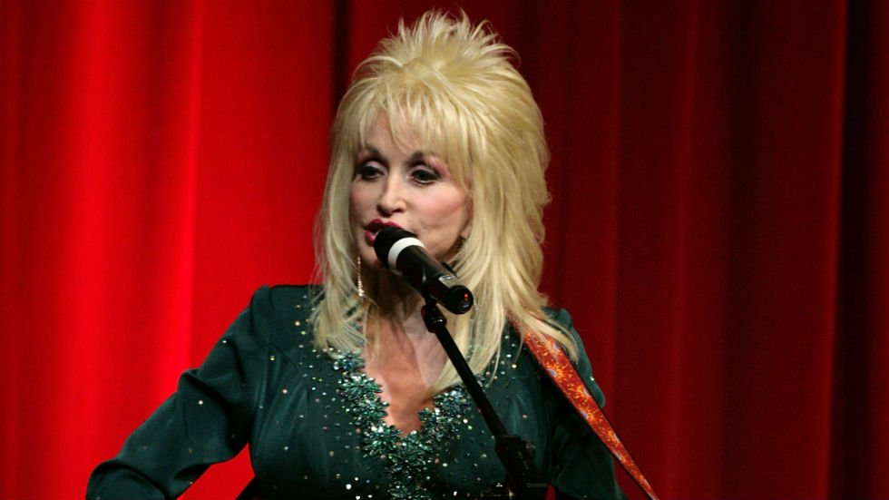 Dolly Parton to donate her 100 millionth book to Library of Congress https://t.co/XVzeRNMK37 https://t.co/CAbSf0wtyQ