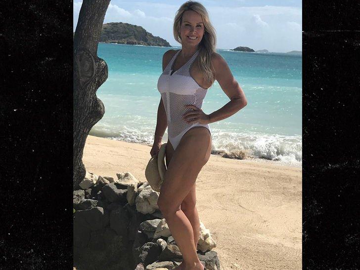 Bill Belichick's GF Flaunts Beach Bod in Fishnet Bathing Suit https://t.co/2QNlDxIazb https://t.co/BFQFH6RJmG