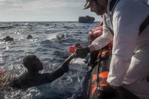Libye: près de 450 migrants secourus au large des côtes (marine)