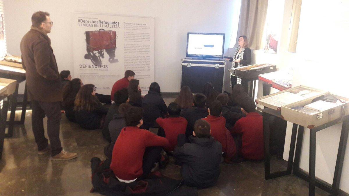 test Twitter Media - Un honor explicar a los alumnos del Colegio leonés la exposición #DerechosRefugiados #11VIDASEN11MALETAS @Abogacia_es @ica_leon @sierrapambley y muy gratificante ver el interés y la empatia de los chicos. https://t.co/UW5CL2i5UI