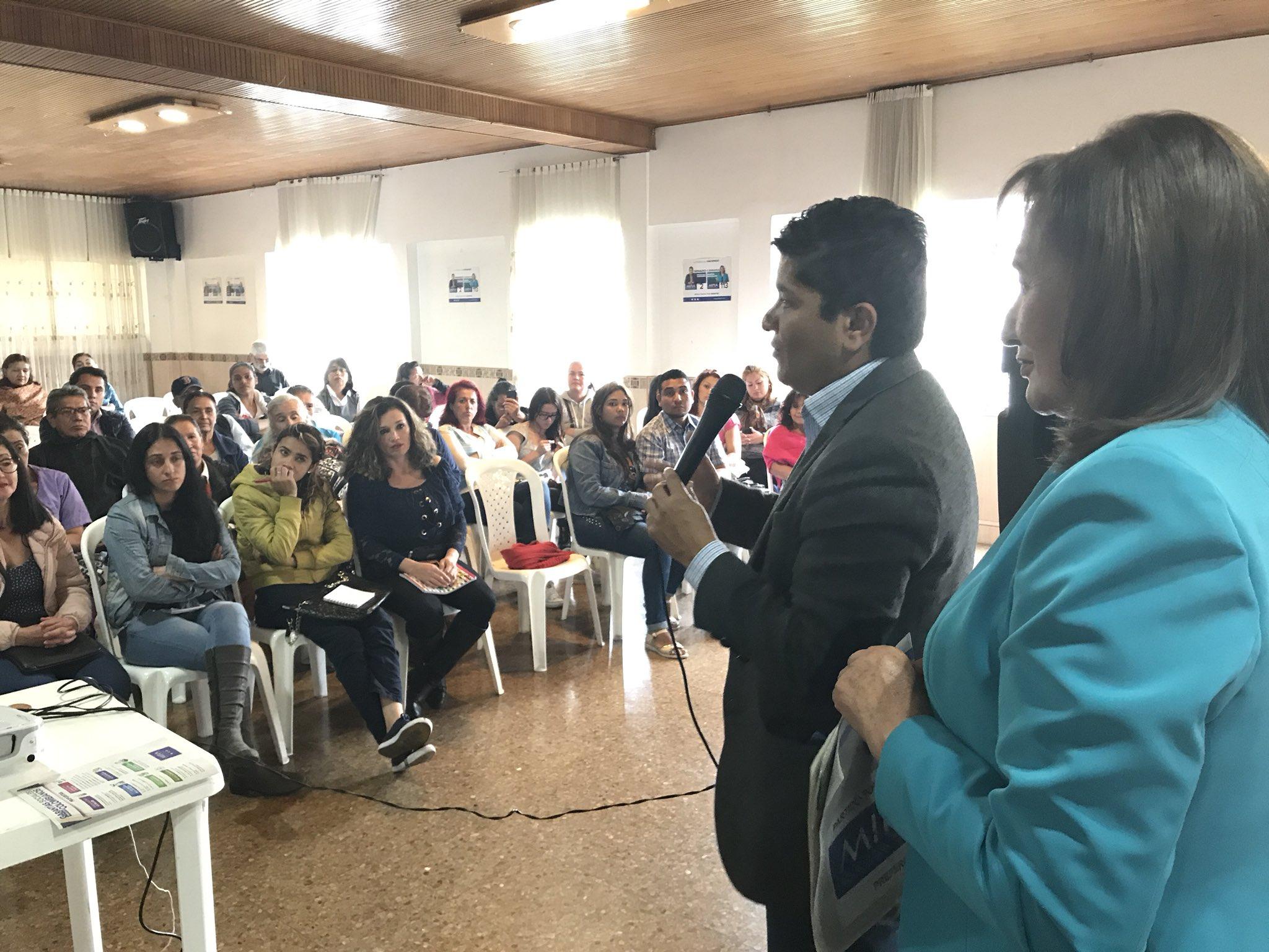 #SenadoMIRA2 En la localidad de Engativá estamos con Mujeres Emprendedoras. Desde el Congreso con  Blanca Cecilia #CamaraMIRA113  trabajaremos para impulsar al pequeño empresario @Baena https://t.co/g4Qh0y9T6B