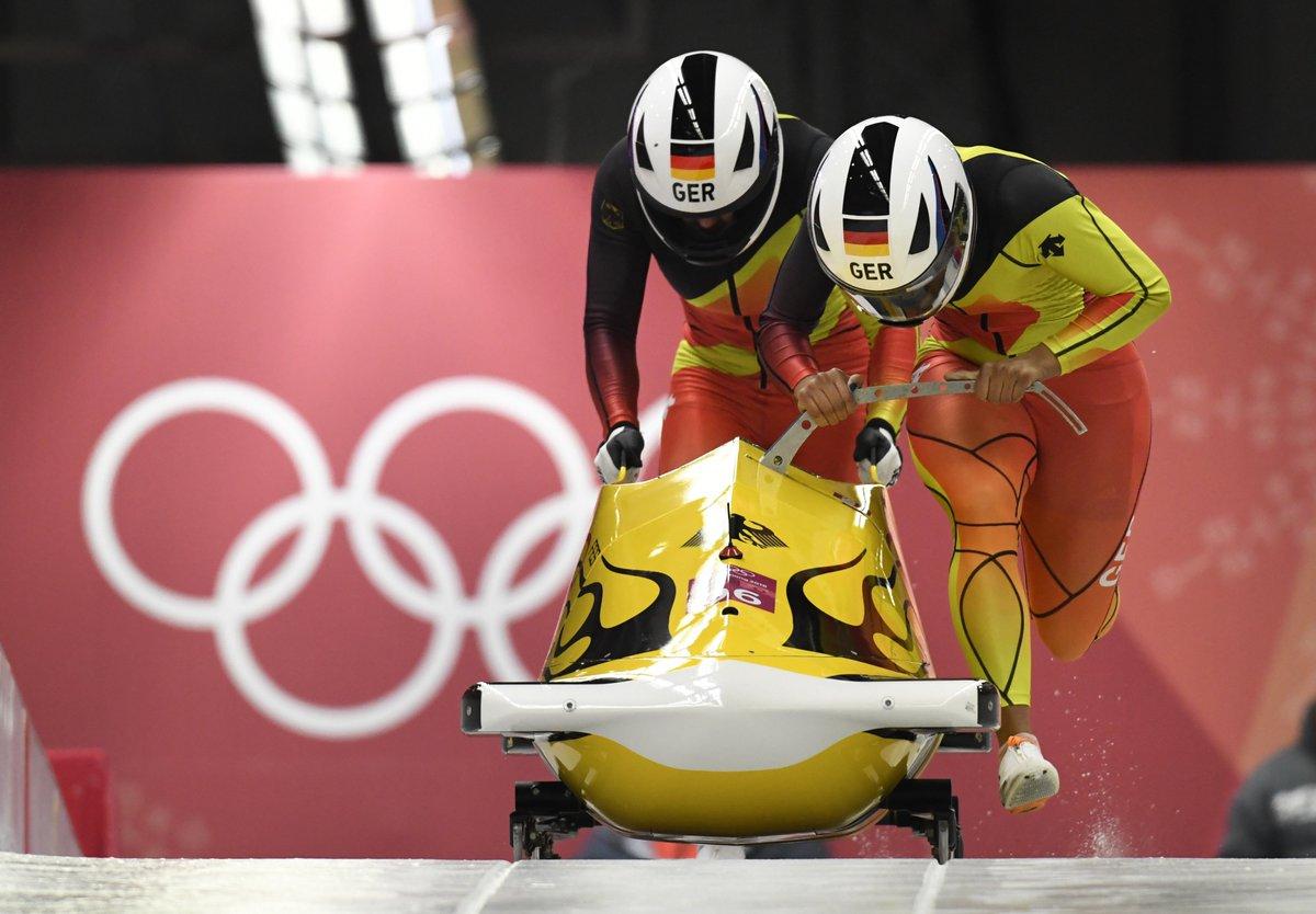 🥇 für die Berlinerinnen Mariama #Jamanka und ihre Anschieberin Lisa-Marie #Buckwitz im Zweierbob! Wir gratulieren recht herzlich 👏👏👏#Berlin gehört die Zukunft! #Olympia2018 #OlympischeWinterspiele #WirfuerD #hahohe https://t.co/2qIDJ88lNU