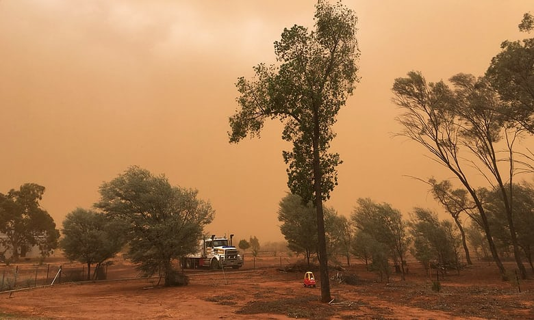 A storm has turned this Australian town orange https://t.co/YcEnY1fQSk https://t.co/qVWqhoyiup