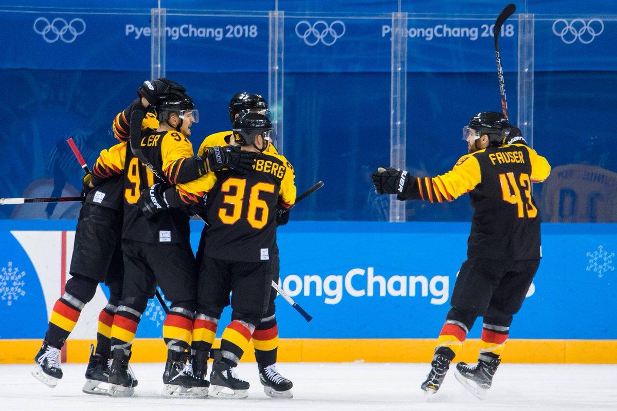 JAAAAA! Was für eine Performance, was für ein Krimi, was für eine Sensation! Herzlichen Glückwunsch zum Einzug ins Halbfinale, @DEB_eV!! 🎉🎊Jetzt schnappt euch die Medaille! 🏒 #PyeongChang2018 #SWEGER #TeamD #WirfuerD #TeamDeutschland #Eishockey #hahohe https://t.co/cdnJV1QyNv