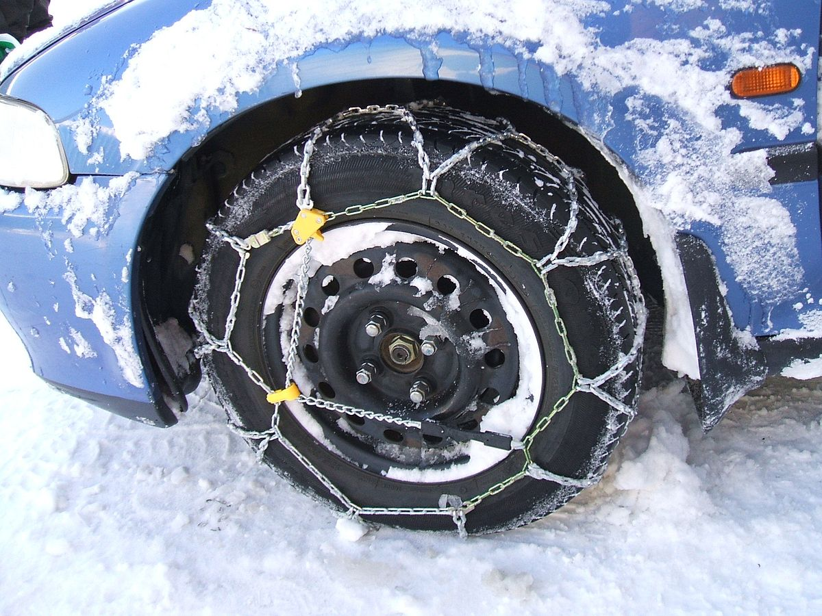 Chains or traction devices required on some Portland and Washington County roads