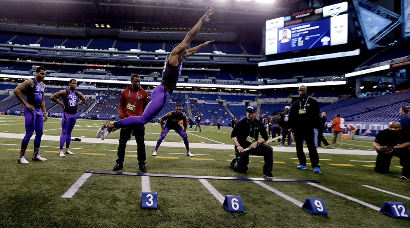 Check out the top 5 things you need to know about the NFL Scouting Combine.  �� https://t.co/JzQb0udjtb https://t.co/jRBC485U5V
