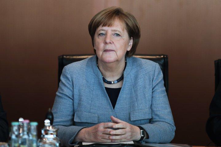 @BroadcastImagem: A chanceler alemã Angela Merkel durante reunião de gabinete em Berlim. Markus Scheiber/AP