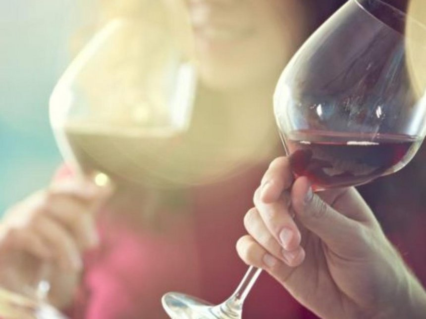 Red wine compound 'could help tooth decay and gum disease fight'