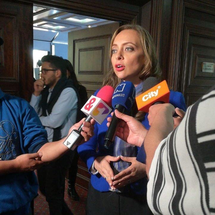 Como mujer cabeza de lista al Senado por el @MovimientoMIRA nos comprometemos a seguir siendo la bandera de la transparencia en el Congreso de la República. #DebateNuevoCongreso #SenadoMIRA1 https://t.co/FWl67SqGeT