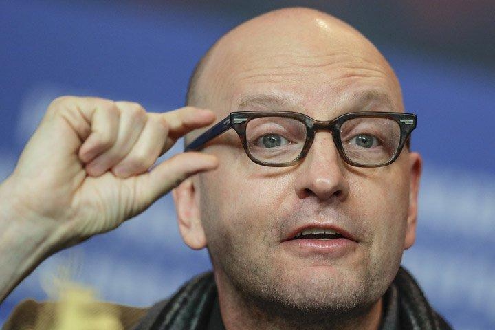 @BroadcastImagem: Steven Soderbergh promove o filme 'Unsane' no 68°Festival de Berlim. Markus Schreiber/AP