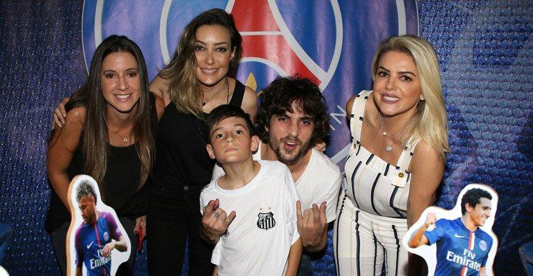 Fiuk. Foto do site da Caras Brasil que mostra Fiuk celebra o aniversário do irmão caçula em SP. Veja as fotos aqui