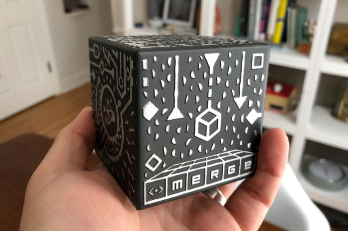 #MergeCube review: A clever but short-lived #AugmentedReality #toy https://t.co/PbhIiihc7t #Game #Apple https://t.co/yMnFbTSuzc