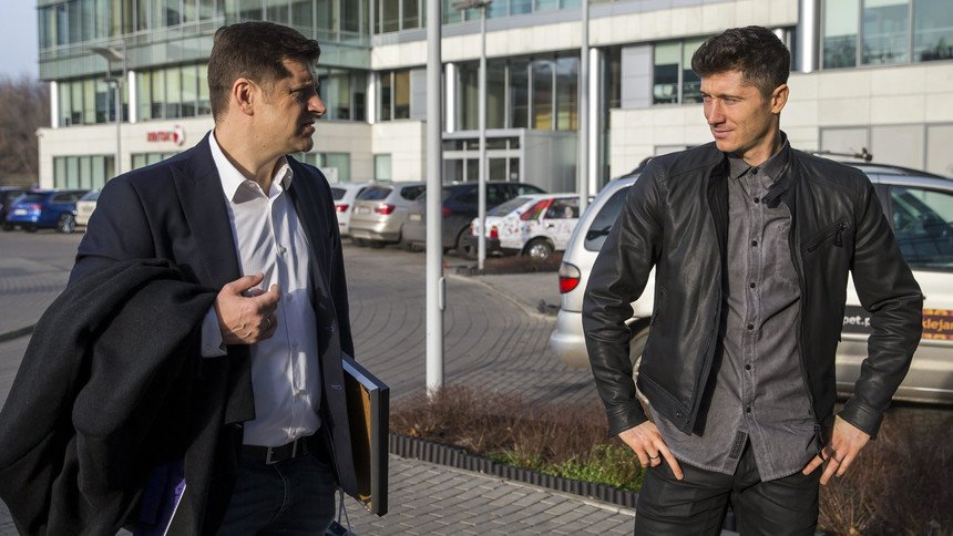 According to @BorekMati, Robert Lewandowski stopped his collaboration with Cezary Kucharski after 10 years together and will change his agent https://t.co/UFQGggfZpX