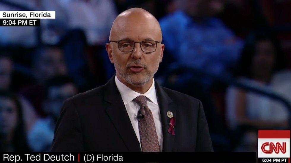 JUST IN: Florida Dem lawmaker vows to introduce assault weapons ban next week https://t.co/QMxzkALRuJ https://t.co/KaeuSvgGTC