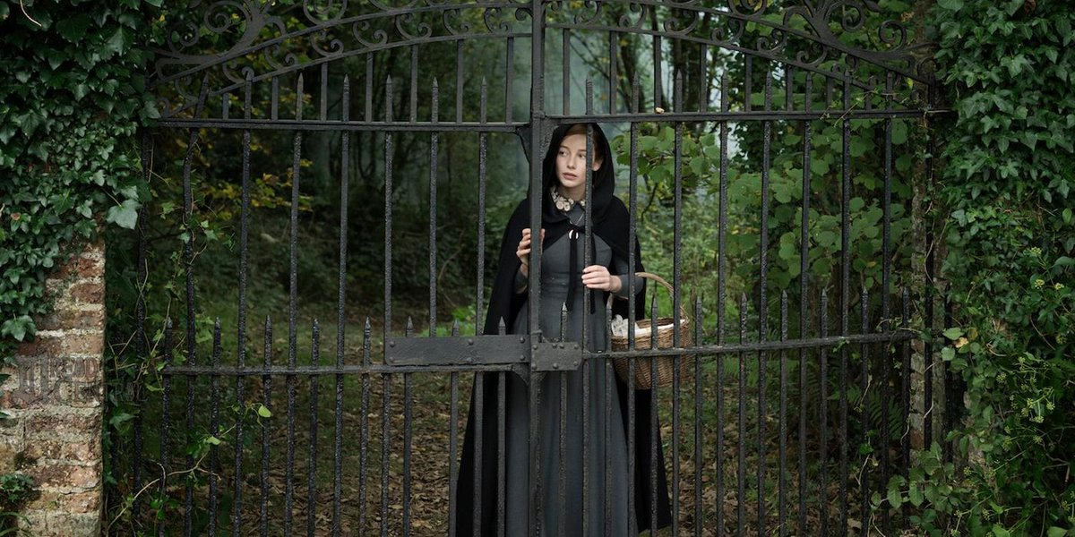 REVIEW: The Lodgers Offers Nudity And Ghosts, But Few Scares  https://t.co/2mqEempVVp https://t.co/fxL8dnx9Fj