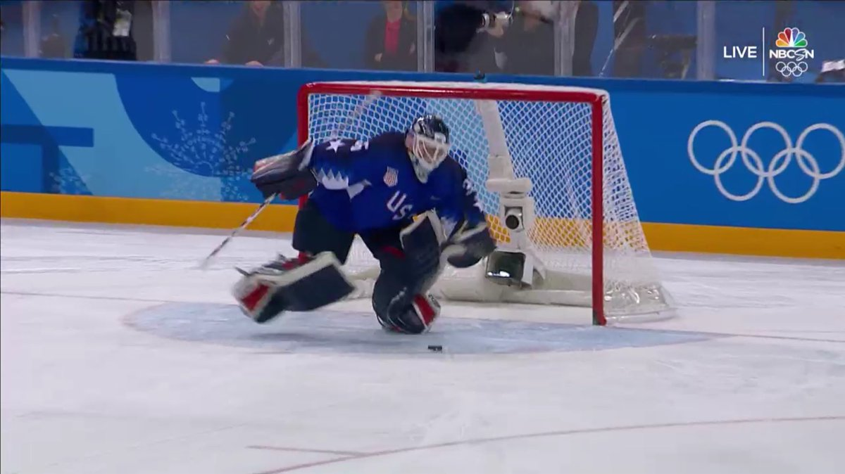 A block/save by Rooney 🇺🇸 from Canada's Agosta cliched the gold 🥇 for the US in a shootout!  Yay! https://t.co/rfkVDQ8adX