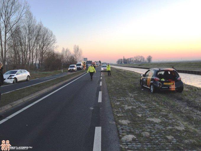 Ongeluk met vijf voertuigen op de Veilingroute https://t.co/NYZfPb57yt https://t.co/fktGu1MqK5