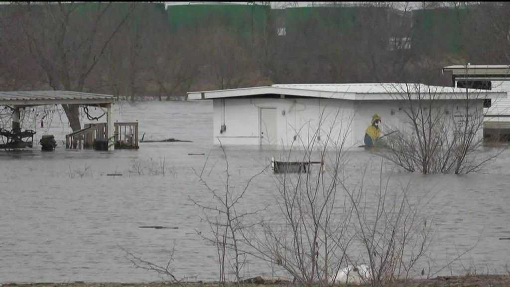 Evacuation order issued for residents of Marseilles IL who live along the IllinoisRiver