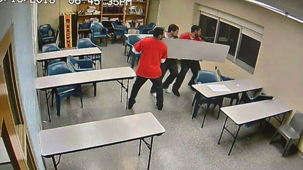 Video shows inmates smashing window to escape correctionalfacility