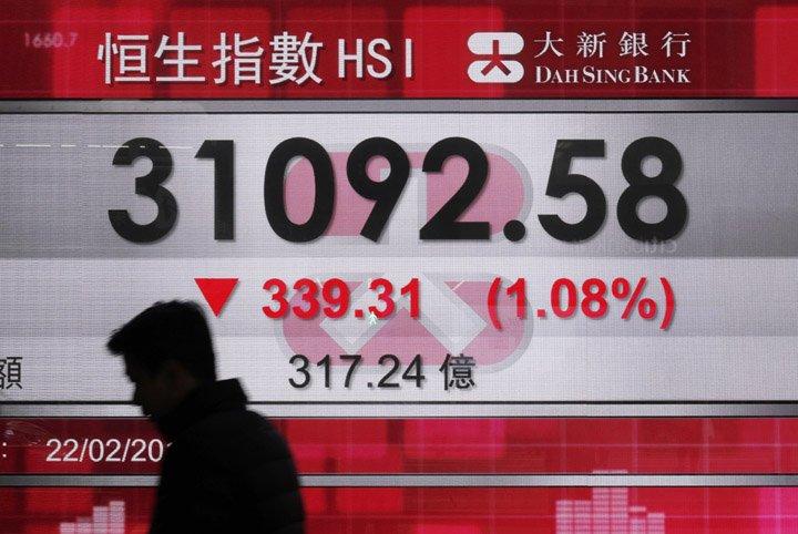 @BroadcastImagem: Bolsas da Ásia caem com especulação sobre juros dos EUA, mas China é exceção. Vincent Yu/AP