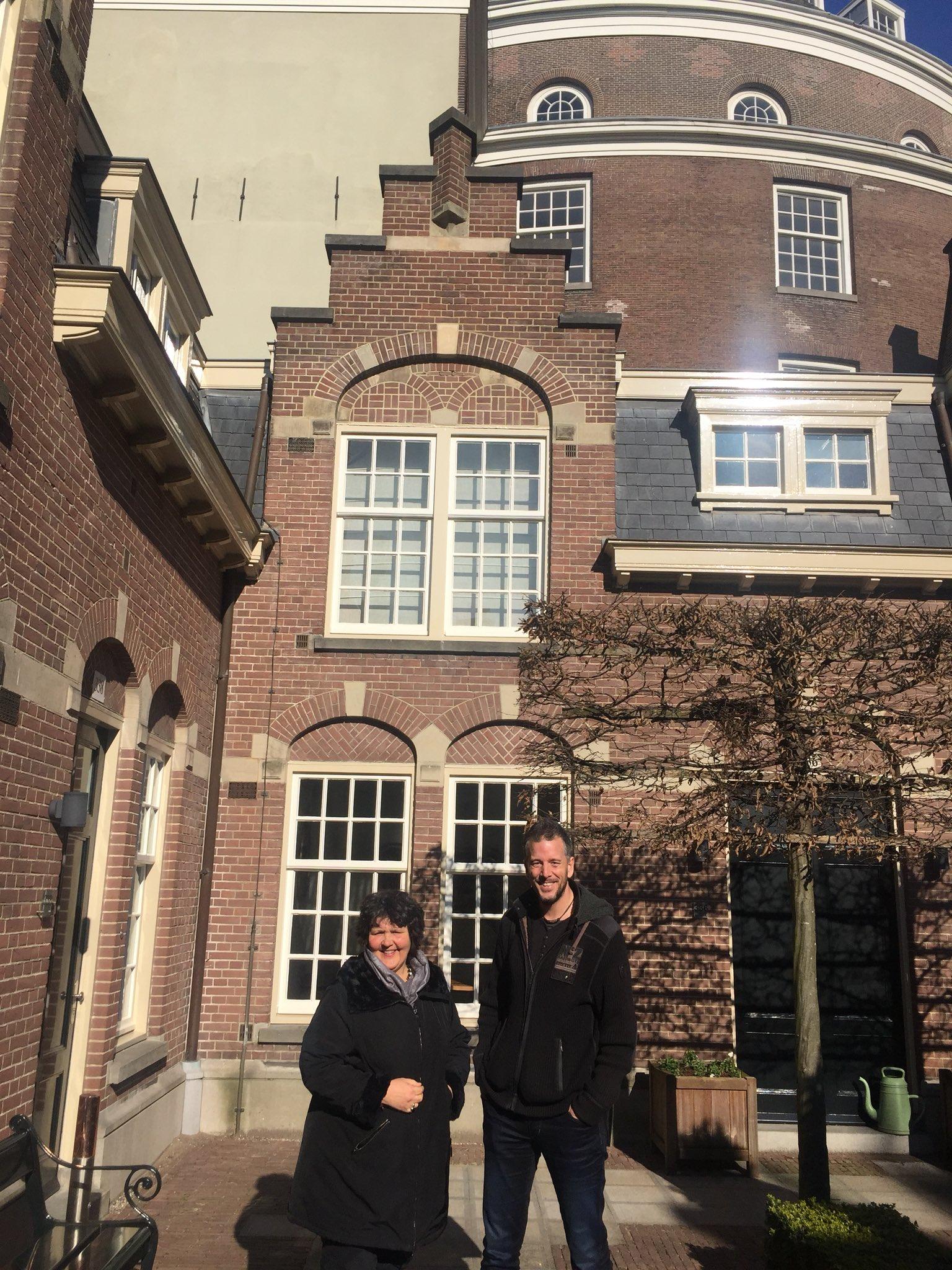 Joepie we gaan samenwerken met @HowieTheHarp #welkom in @AmsterdamNL en dank aan @hvoquerido https://t.co/nCLRnSXzse