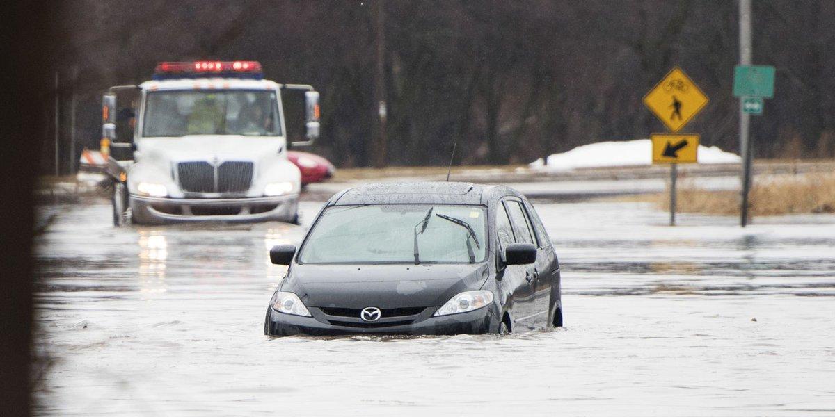 At least 3 dead as heavy rain, floods swamp central U.S.