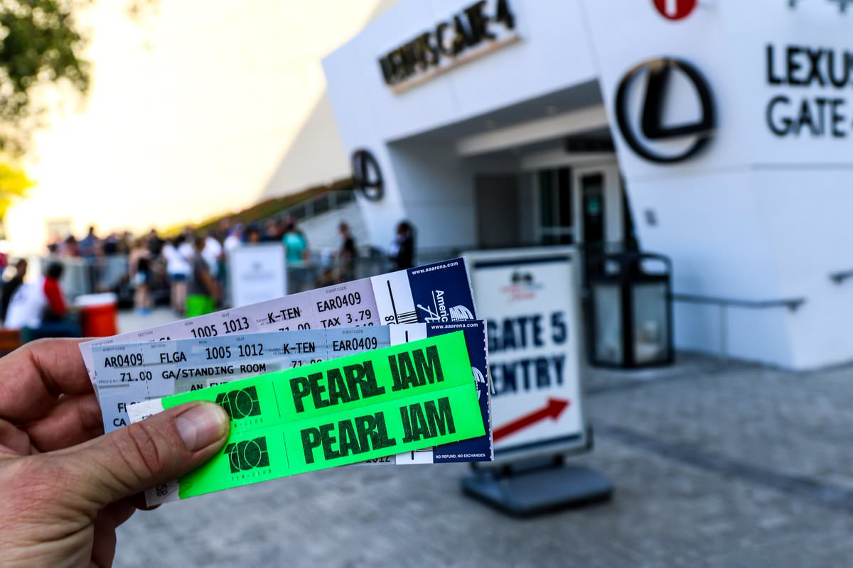 RT @Given2Flyimages: 'See ya at the #TheHomeShows.' #PearlJam #PJTour2018 https://t.co/8mfskpf3yV