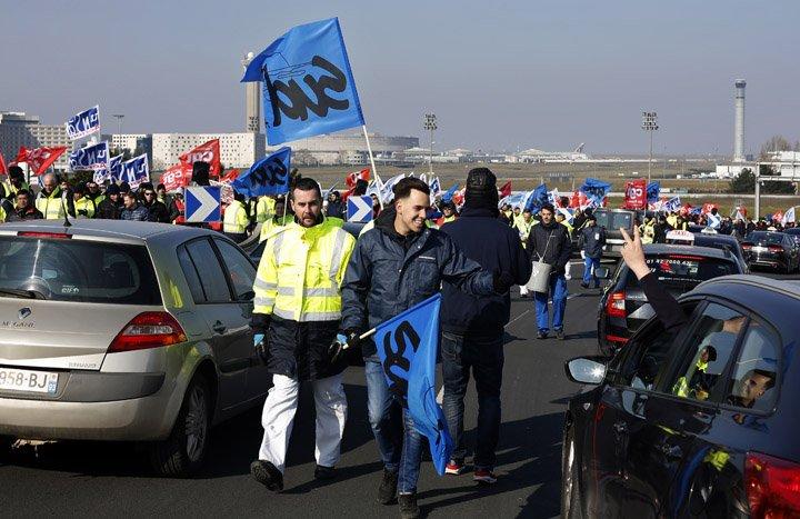 @BroadcastImagem: Sindicatos convocam greve na Air France para exigir aumento salarial. Thibault Camus/AP