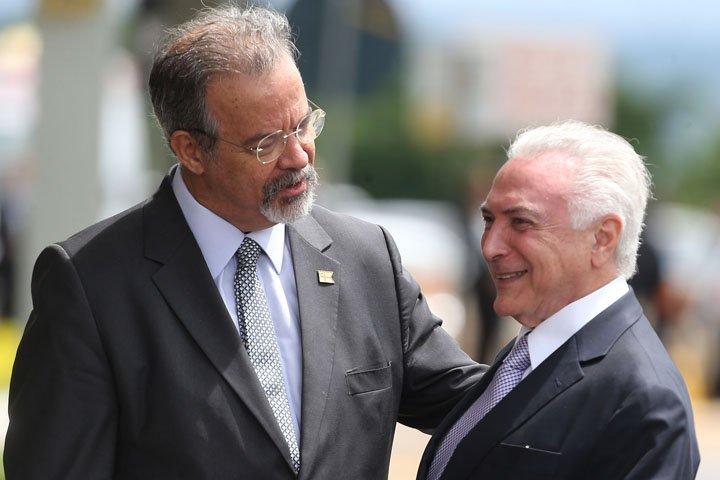 @BroadcastImagem: Temer é recebido por Jungmann ao chegar para reunião do Conselho Militar de Defesa. André Dusek/Estadão