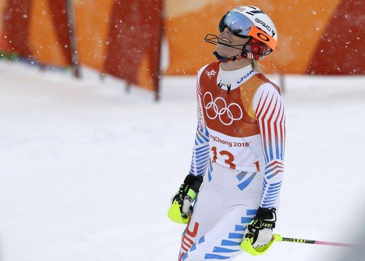 @BroadcastImagem: Lindsey Vonn é derrotada pela suíça Michelle Gisin e faz despedida olímpica sem medalha. Luca Bruno/AP