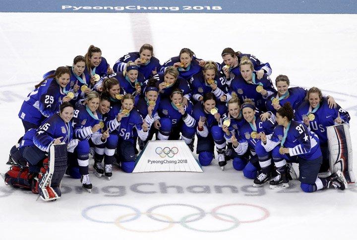 @BroadcastImagem: Em disputa de pênaltis, EUA superam Canadá e asseguram o ouro no hóquei feminino de Pyeongchang. Matt Slocum/AP