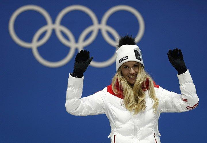 @BroadcastImagem: Anna Gasser é a primeira medalhista de ouro na disputa feminina do snowboard big air. Patrick Semansky/AP