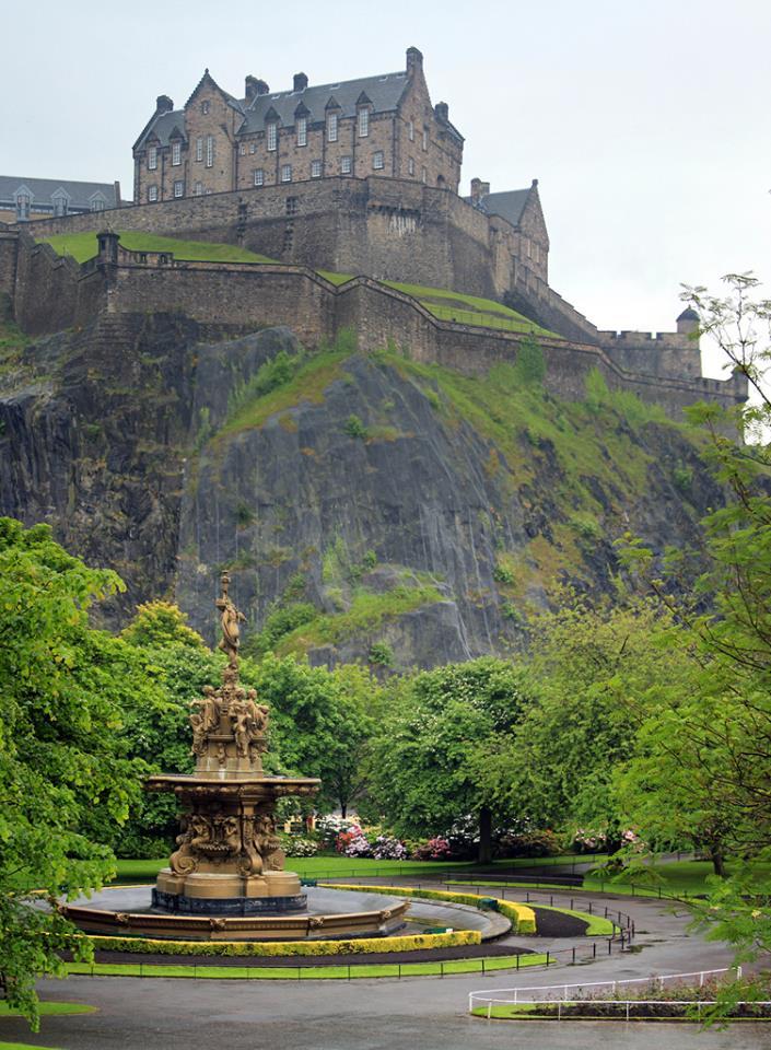 RT @RobinStanfill2: Edinburgh's Castle Scotland https://t.co/yS8x1oZuMn