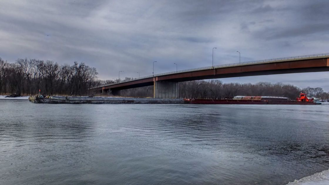 Flooding cripples grain barge shipments on U.S. Midwest rivers