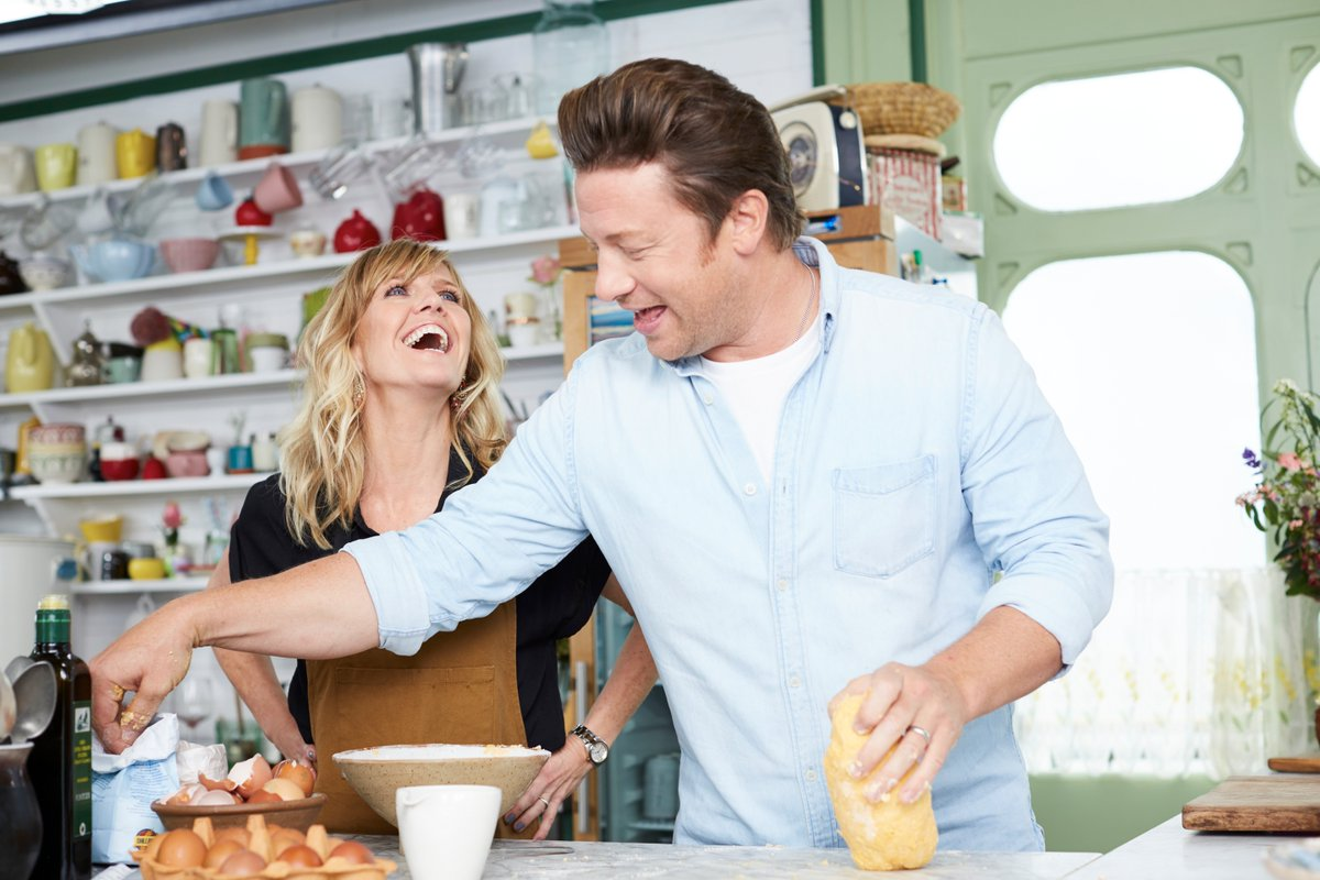 Guess what's back on TONIGHT?! #FridayNightFeast with the lovely Ashley Jensen - @Channel4, 8pm! Be sure to tune in. https://t.co/wzRwpns1sZ