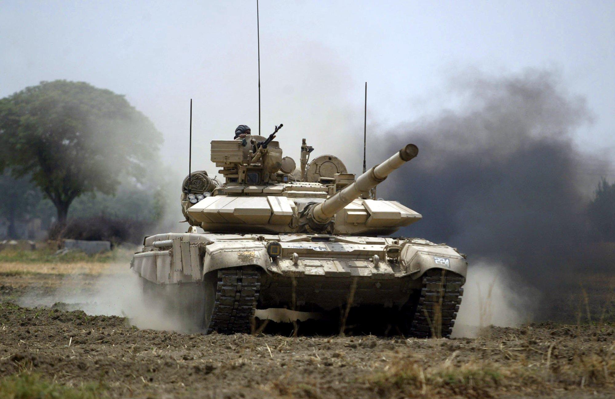 #India locally develops FSAPDS ammunition for T-72, T-90 battle tanks https://t.co/O89sK44kXa #military https://t.co/8rofNhgI2E