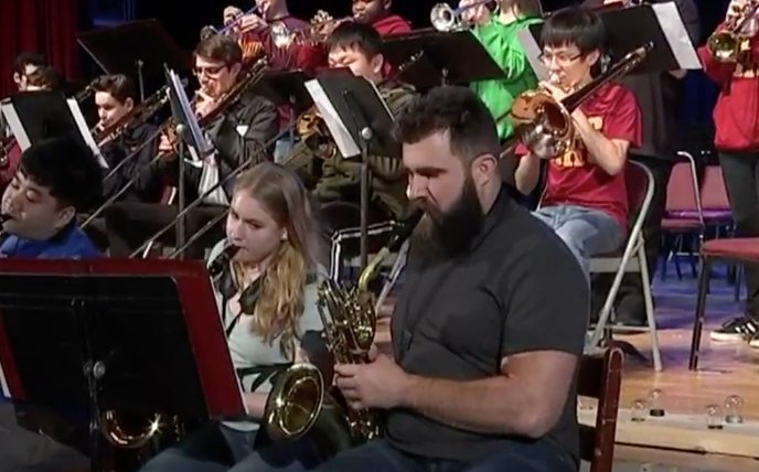Jason Kelce linked up with his former Ohio HS jazz band in Philly and played the Sax ��  ��: https://t.co/On5bLjQFKO https://t.co/VONzu4cEeB