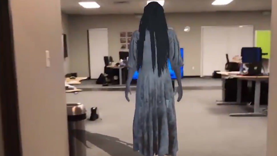 .@shekitup recreated the scariest scene from #TheRing in real life, using #AR! https://t.co/mwcqHsCjDB https://t.co/mYlyNjj3JB