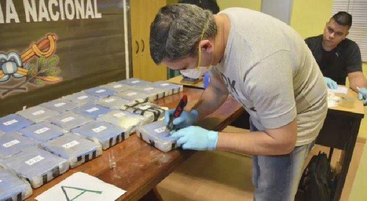 test Twitter Media - Argentina: Incautan 349 kilos de cocaína en embajadarusa https://t.co/xNrOqwkhPa https://t.co/h2AxH0MlSH