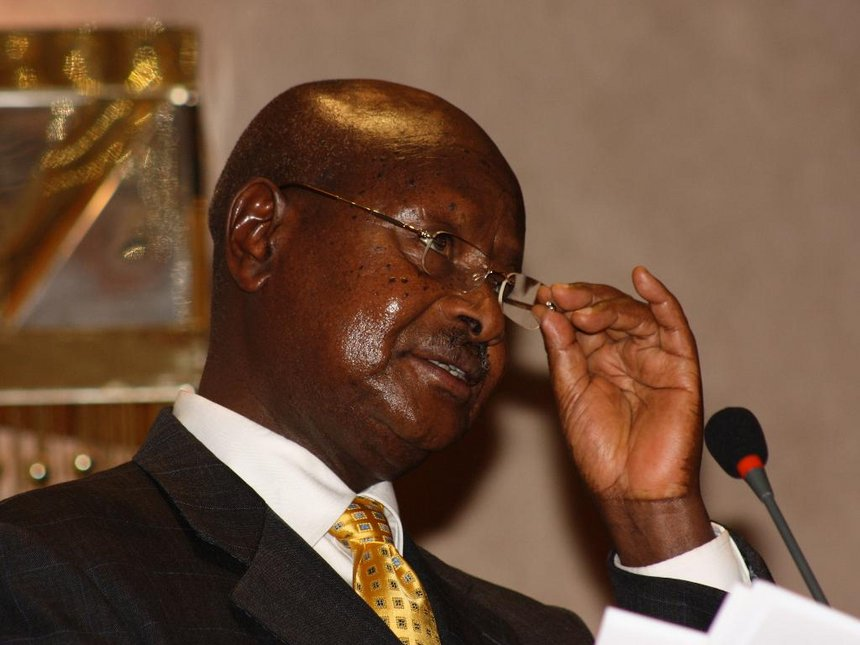 Sweaty affair? Museveni sorry for poor service, broken air conditioners at EAC summit